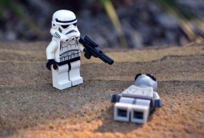 Stormtrooper kicks Alien's butt by tachibanana