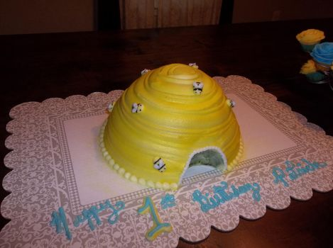 baby beehive cake by euromuttgypsy