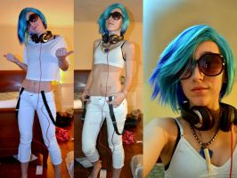 Vinyl Scratch Cosplay by ChibiKitsune1014