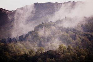 Brume pyreneenne by AuroraxCore