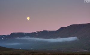 Moon at Midnightsun by RaumKraehe