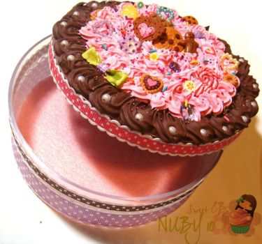 Round Chocolate Cake Box by colourful-blossom