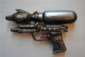 Steampunk ray gun by Disharmony100