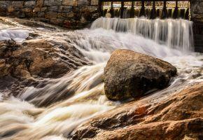 Water in motion by Enigmaticus