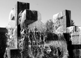 Flowing Fountain by Momofbjl