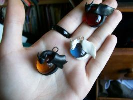 more dragon charms by littlebreezy-maille