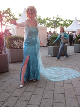 JapanDay 2014 - Elsa by broken-Dark-Angel