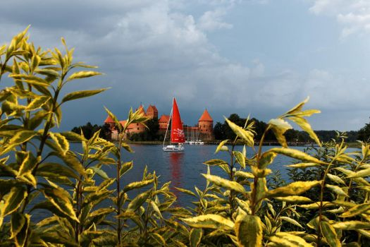 Trakai. Castle on the lake by MrFotkerman