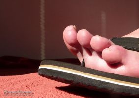 My sweaty flipflop toes by KarinaDreamer