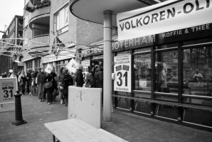 Dec. 31 - queueing for 'Oliebollen' by steppeland