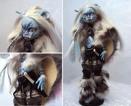 Izkarru Gnaar - Ice-Troll Huntress by fuchskauz