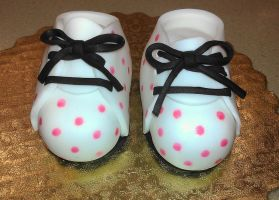 Fondant Baby Shoes by ayarel