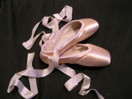 pointe shoes by SerenadeStrong