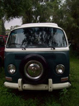VW Bus by icrybehindsunglasses