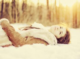 Winter girl by patrycjanna