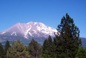 Mount Shasta by loghry