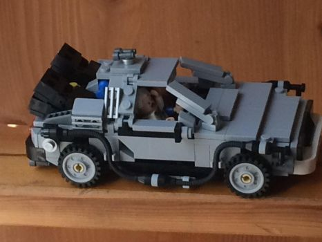 Time traveling delorean ((bttf 1 right side view)) by Trueblur1