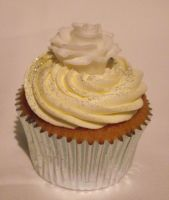 Silver and white rose theme. by MissMarysCakes