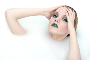 Milkbath green make-up by stareater