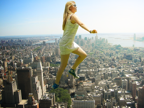 Giantess Ellie Strolls Through the City by dochamps
