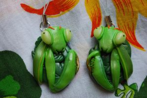 Mantis phone charms by Libellulina