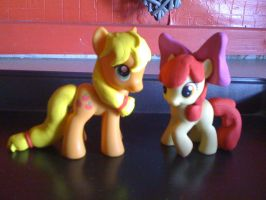 applejack and applebloom by Flutter-Rainbow-pie
