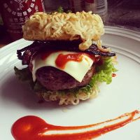 ramen burger attempt. by sorekara