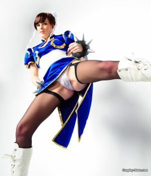 Chun-li I alway wanted to see under her ''skirt'' by pgmorin