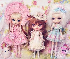 we love frilly dresses by prettyinplastic