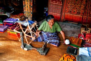 Toraja cloth weavers by andiwijaya56
