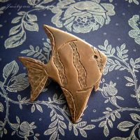 fish brooch by szaranagayama