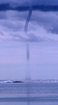 Waterspout by carterr