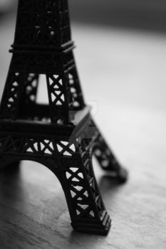 tiny eiffel tower by amysticflame