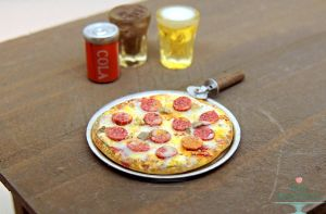 1:12 Dollhouse Scale Pepperoni Pizza by Bon-AppetEats