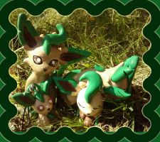Leafeon Family by Sara121089