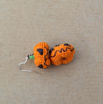 Little pumpkin earrings by vrlovecats