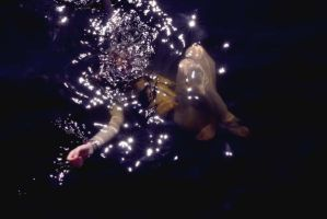 swims with the stars by drownagoldenfish
