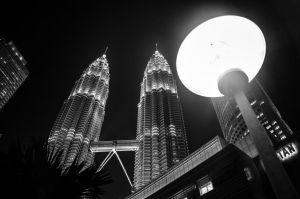Patronas Twin Towers Glowing by KML032