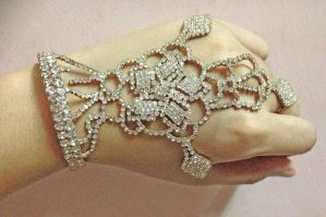Bride's hand by khenzway
