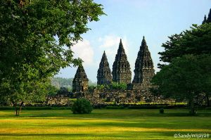 Prambanan Temple by thesaintdevil