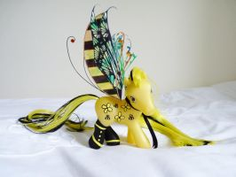 Custom mlp bumble bee 1 by thebluemaiden