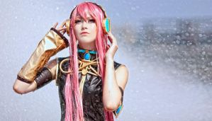 Megurine Luka by kirawinter