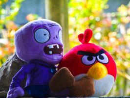 Zombie and Angry Red Bird by inzanenewbie