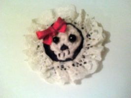 weird skull brooch by luna-plateada
