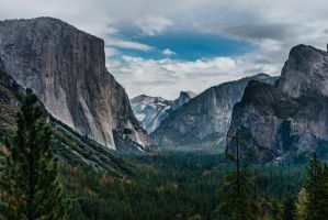 Tunnel Vision | Yosemite Valley by JasonKoons