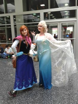 Anime Central 2017 Cosplay :  Frozen - Elsa and An by blueappleheart89