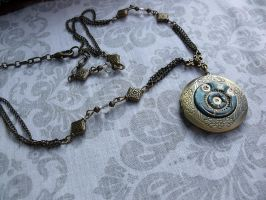 Steampunk Locket by tanyadavisart