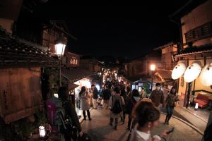Gion at night by jyoujo