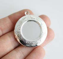 20 Silver-tone Lockets FOR SALE by MonsterBrandCrafts