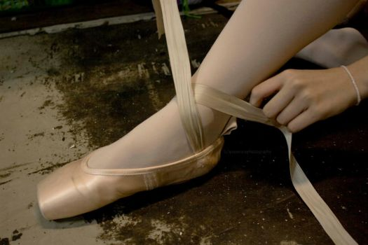 How To Wear Pointe Shoes by pixierixie